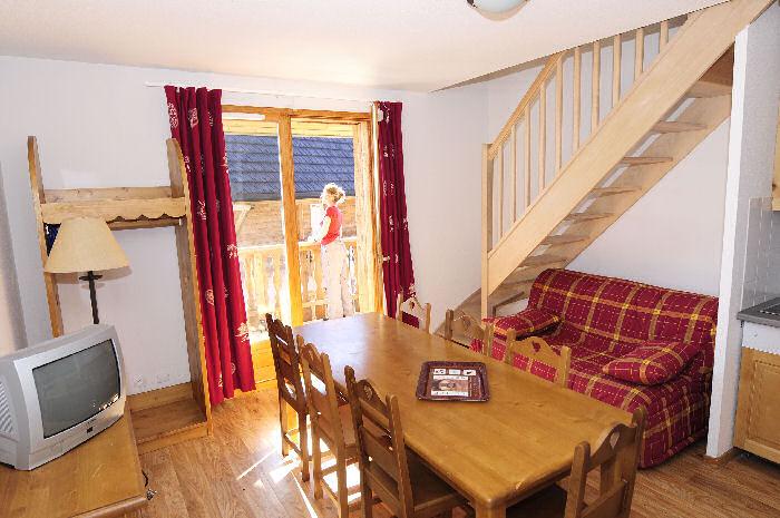 le bois de la reine super besse s jour pas cher. Black Bedroom Furniture Sets. Home Design Ideas